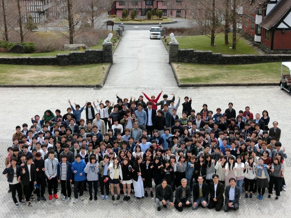 2016年度経営学部新入生合宿団体写真