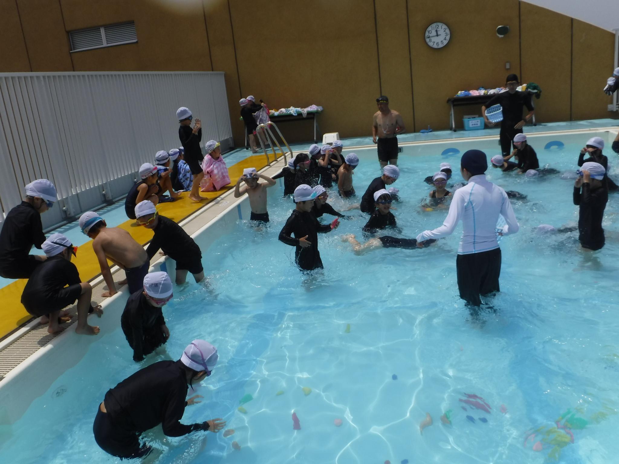 2018年低学年水泳サブ3.JPG